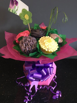 CCB-120-Flowery-Cupcake-Bouquet