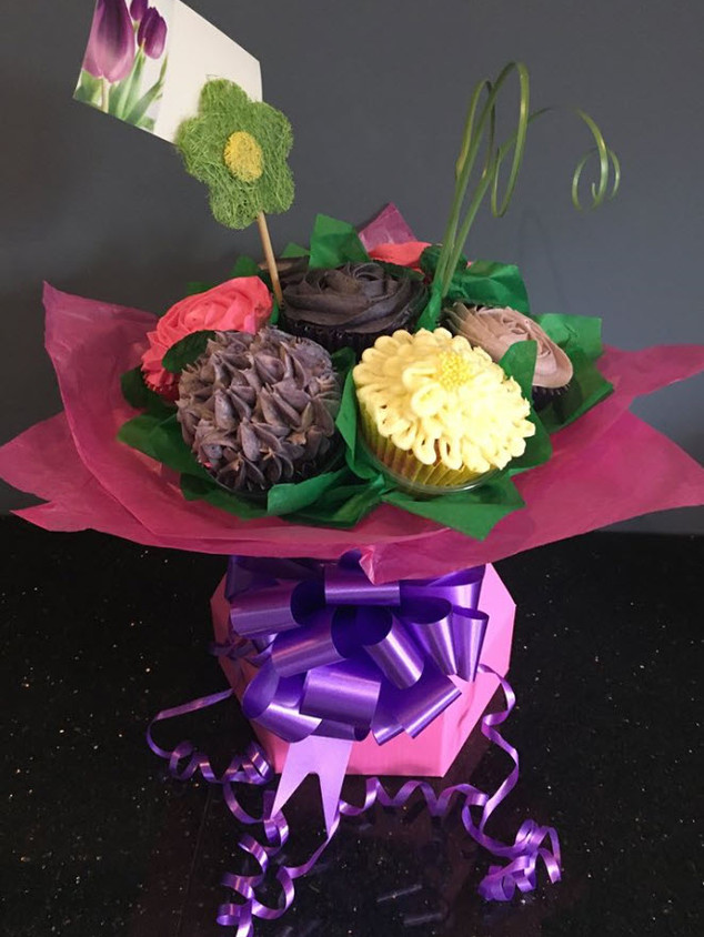 CCB-120-Flowery-Cupcake-Bouquet