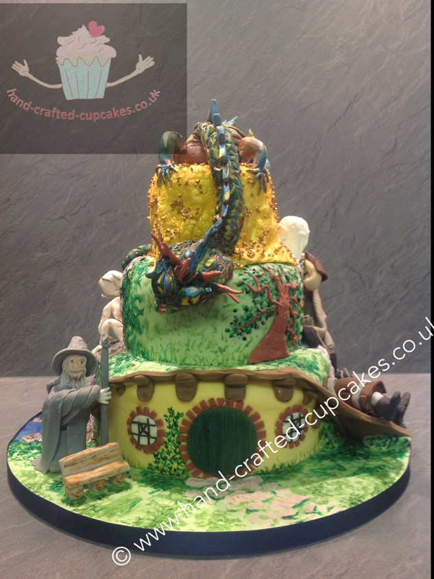 TYA-140-Hobbit-Smaug-Cake