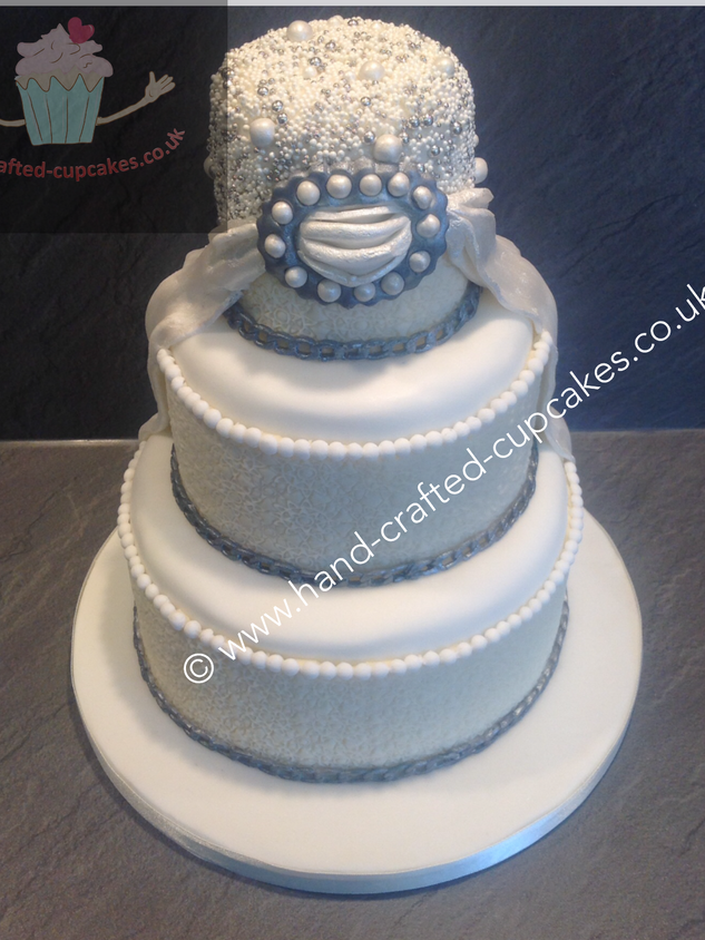 AC-240-Pearl-Anniversary-Cake