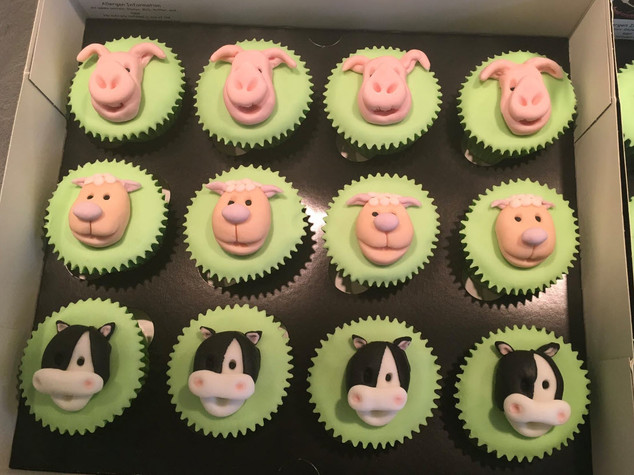 BCC-330-Farm-Animal-Cupcakes
