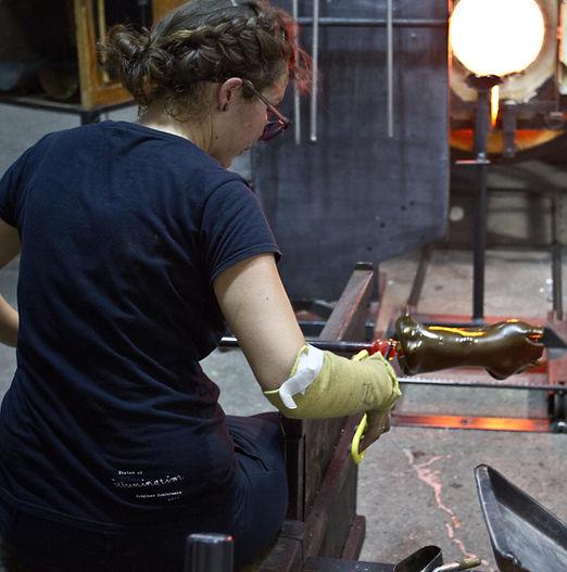 Laure Fradin Glass Artist Souffleuse de verre