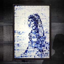 Portret van een meisje dat omkijkt