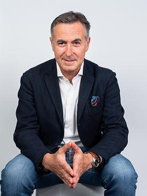 Neues Portraitfoto Geschäftsführer sitzend, von Schulz Media Foto & Film aus Salzburg