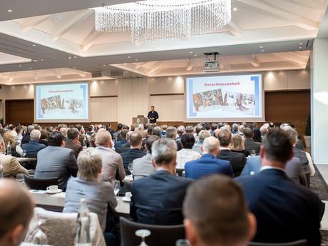 Business Vortrag bei Firmenjubiläum, von Schulz Media Foto & Film aus Salzburg