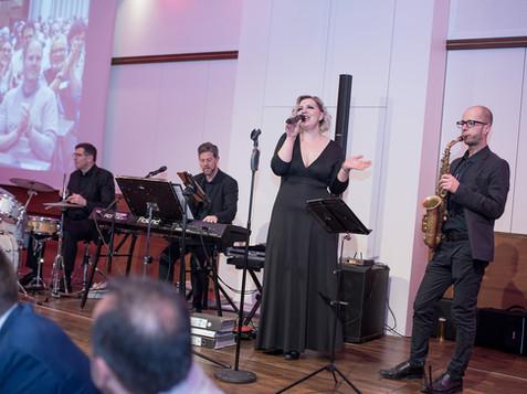 Sängerin mit Band bei Firmenveranstaltung, von Schulz Media Foto & Film aus Salzburg