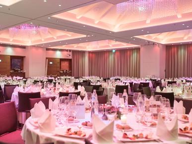 Abendveranstaltung mit schön gedeckten Tischen, von Schulz Media Foto & Film aus Salzburg