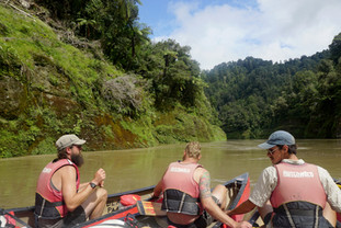 Hikers on Whanganui River journey