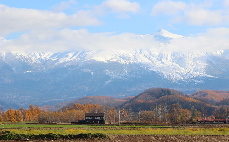 和raku-Tei -十勝岳連峰を背景に-
