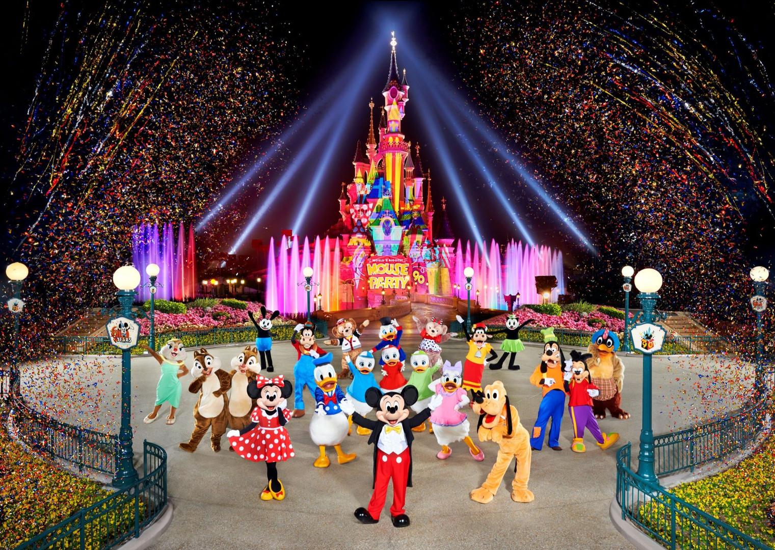 Disney%20confetti%20shot%20small_edited.