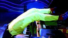 Headstand piano - Tom Franek