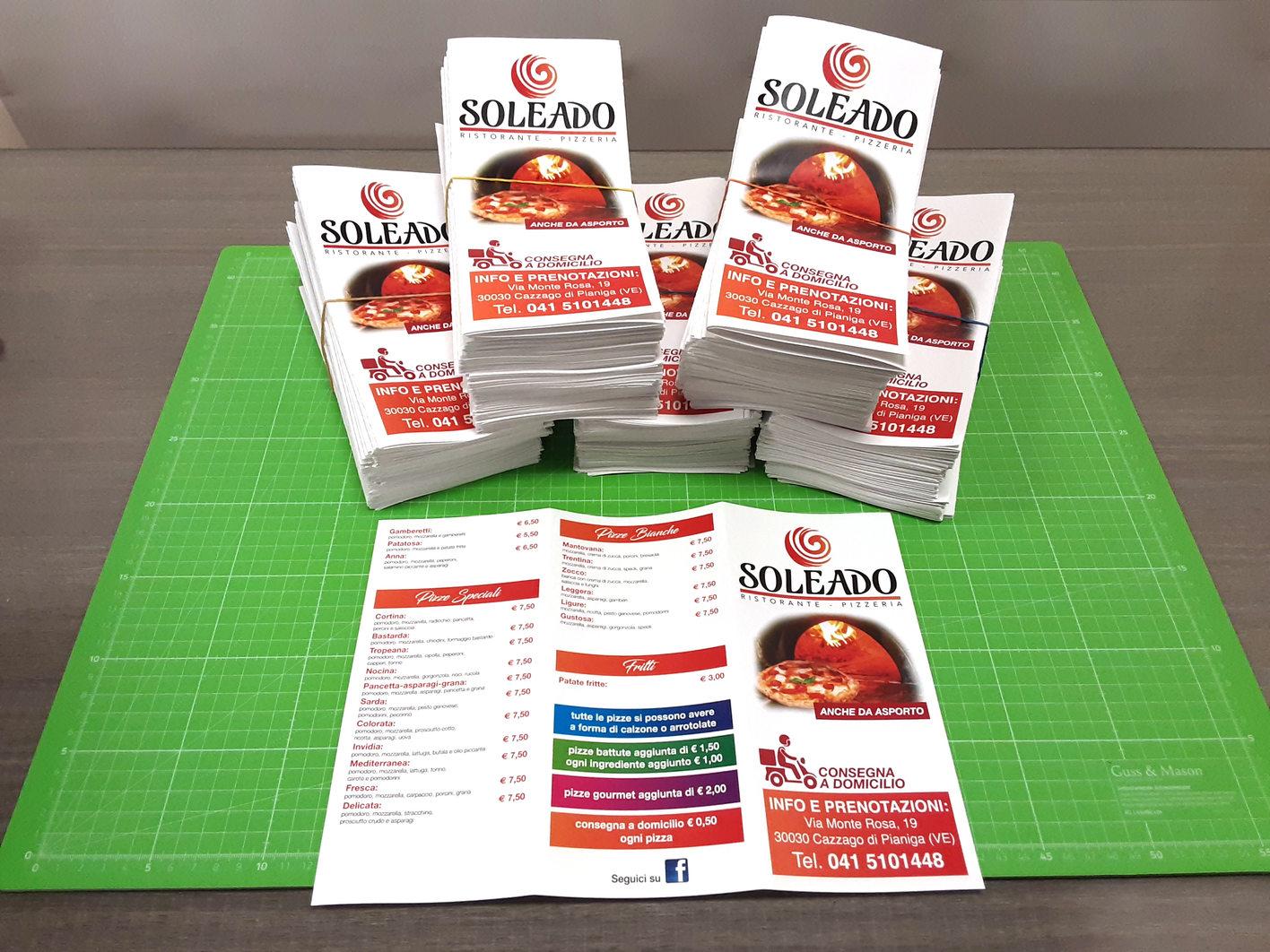 Grafica, stampa e realizzazione volantino per ristorante pizzeria Soleado a 4/4 colori su carta patinata opaca e piegato a 3 ante