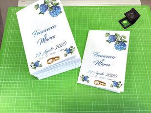 Libretto di matrimonio con copertina a colori e interno bianco e nero rilegato a punto metallico