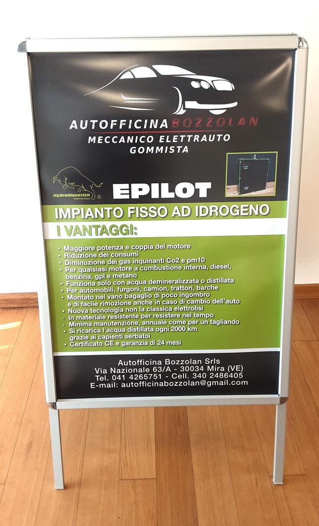 Espositore a lavagna Autofficina Bozzolan in formato 70x100