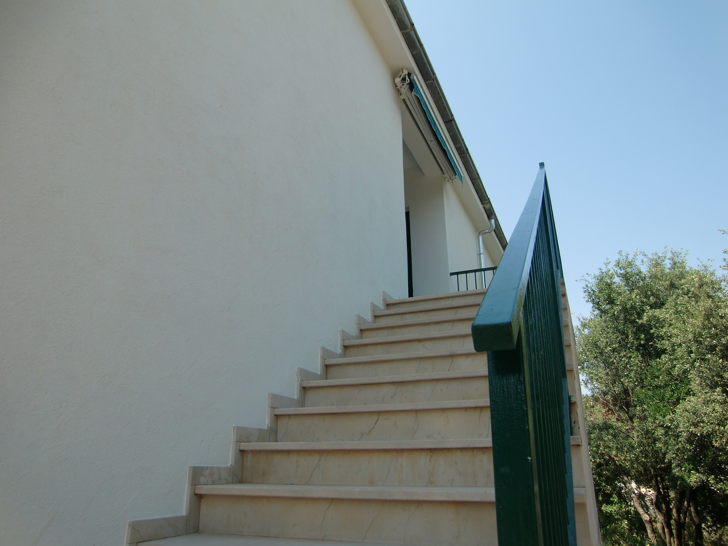 Private entrance to apartments | Villa Berg