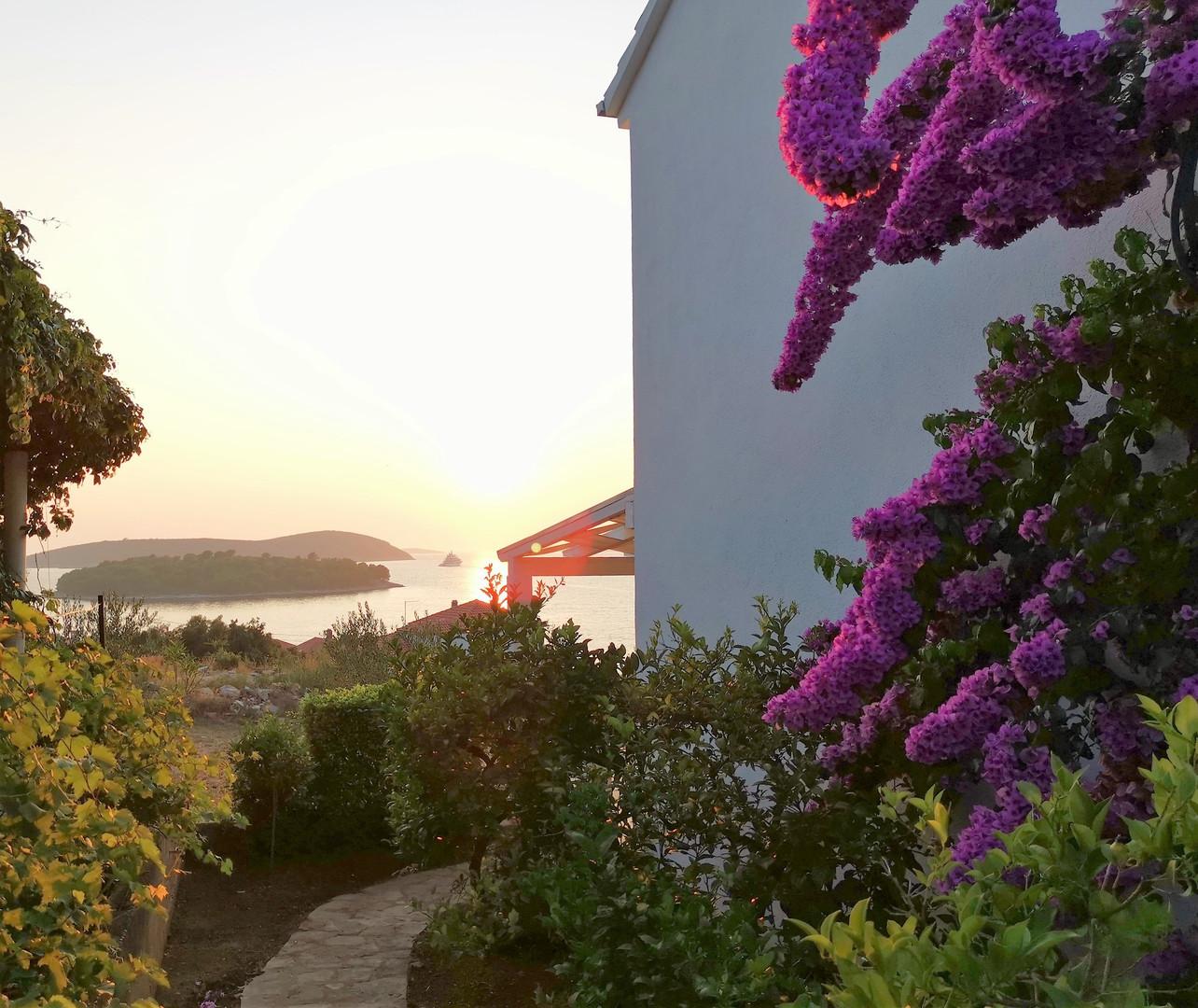 Sunset Villa Berg.jpg