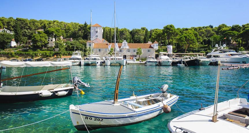 Harbor in Maslinica | Villa Berg