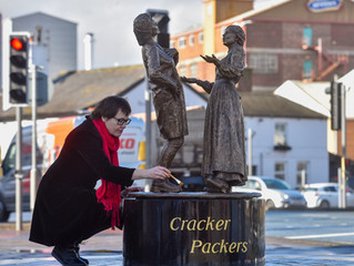 Cracker Packer Statue - The Cracker Packers has been produced by artist Hazel Reeves of two female M