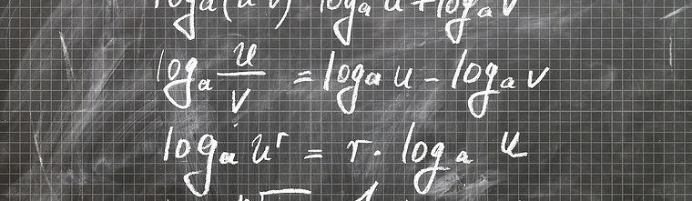 Blackboard with formulas / Pixabay: logarithm-1544756_1920
