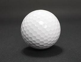 1 golf ball / Pixabay: golf-ball-2453170_1280