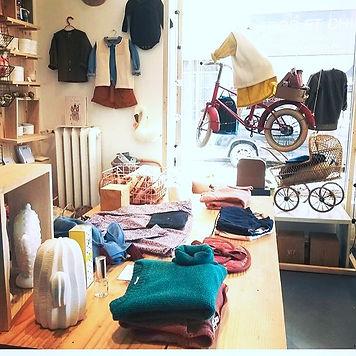 Vitrine Bonton chez Ernest est céleste, visual merchandising, Nantes