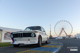 Petit matin avec cette BMW 2002tii sur Le Mans 2017