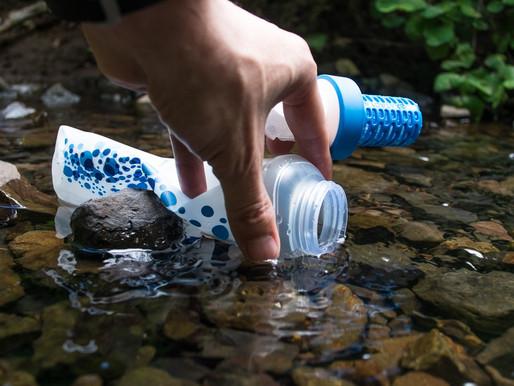 Garrafa inovadora filtra água enquanto é consumida