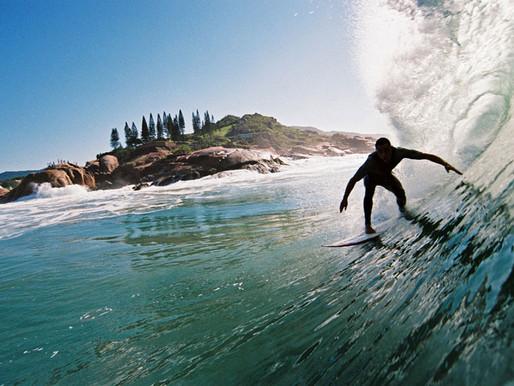 Prefeitura busca conscientizar surfistas sobre locais adequados ao surf durante a safra da tainha
