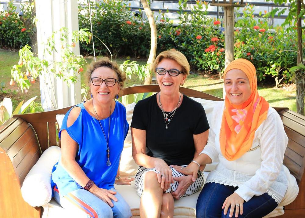 Luciana Petrelli (e), Dione Pasquotto e Pakize Pechliye