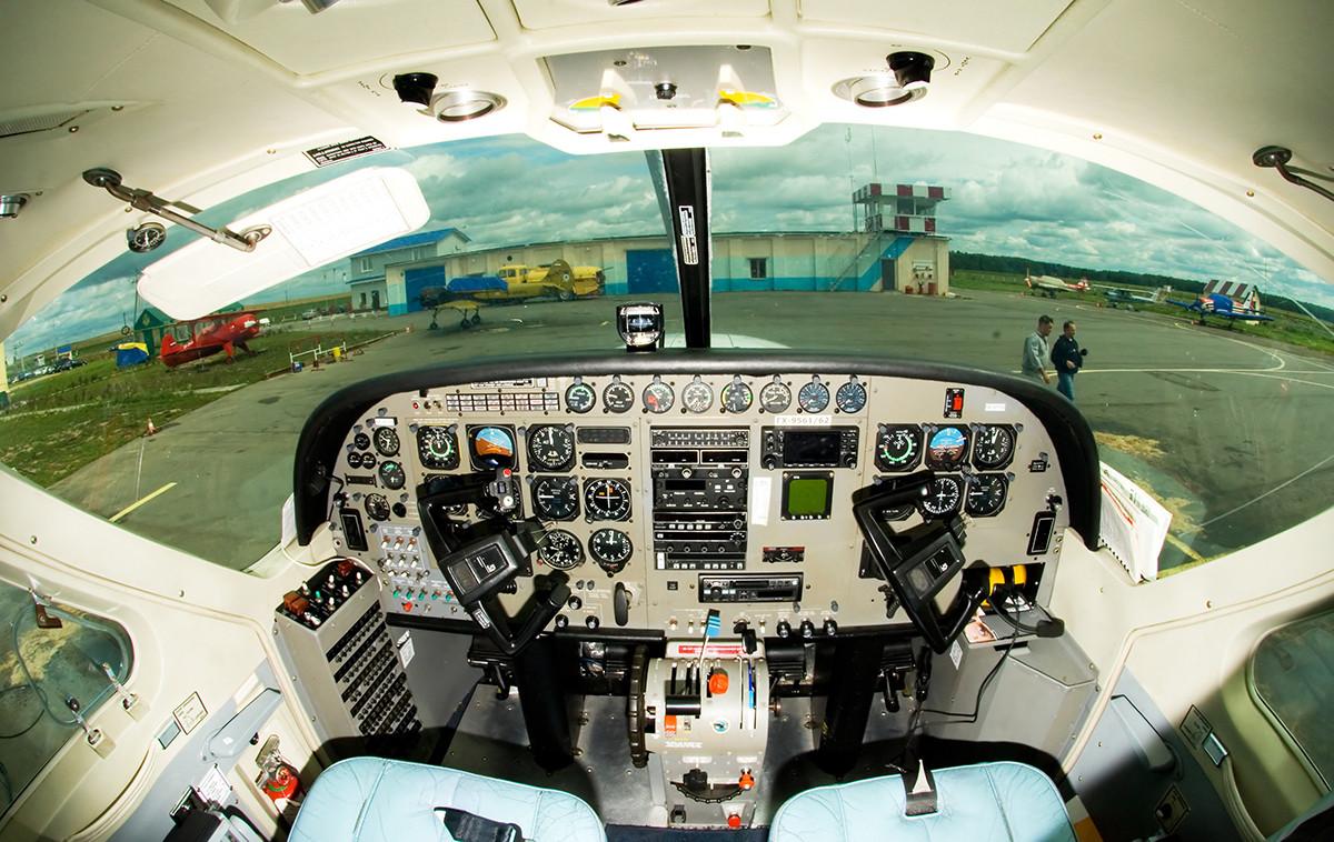 Cessna-208._Cockpit.RA-67702_(3840842820