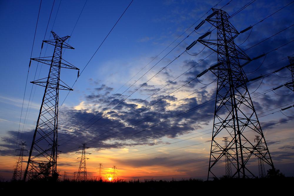 El sistema de interconexión eléctrico es ineficiente entre los sitios de producción y consumo, de forma que la distribución de energía eléctrica incurre en los altos de conexión, por ello será tema prioritario para el siguiente presidente de México.
