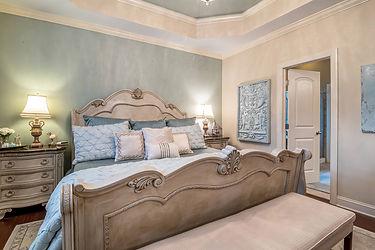 hotel-bed-bedroom-house-4682136.jpg