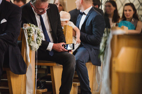Die Ankunkft der Braut in der Kirche