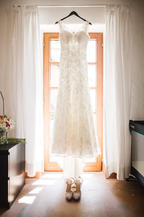 Hochzeitskleid vor der Trauung