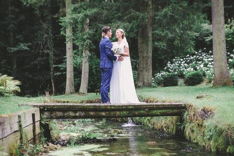 Fluß mit dem Brautpaar