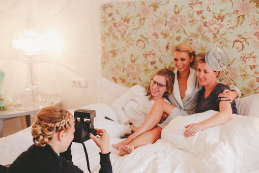 Die Braut mit den Brautjungfern