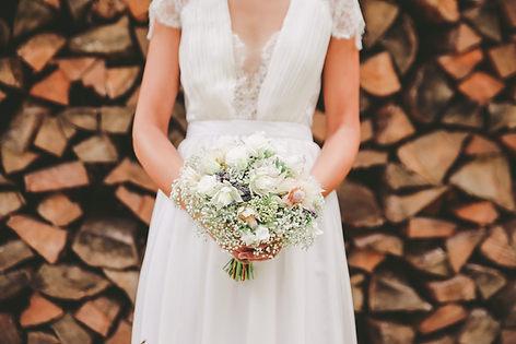 Brautstrauß und Braut