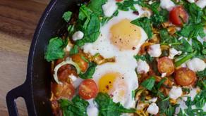 "Huevos ""estrellados"" con verduras"