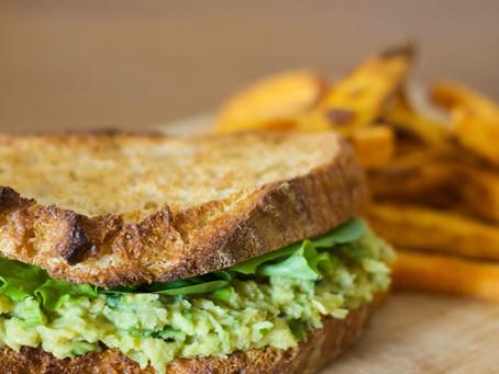 Sandwich de garbanzos y aguacate