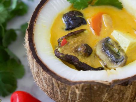 Sopa de batata dulce con curry y leche de coco