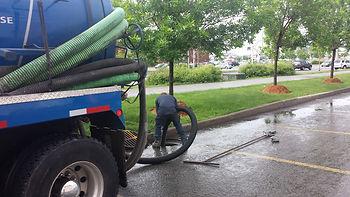 pompage de puisard camion vacuum nettoyage debouchage de drain et égout