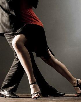 Con-bailes-de-salón-Bachata-Mía-se-prese