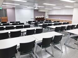 八樓806教室(50人)