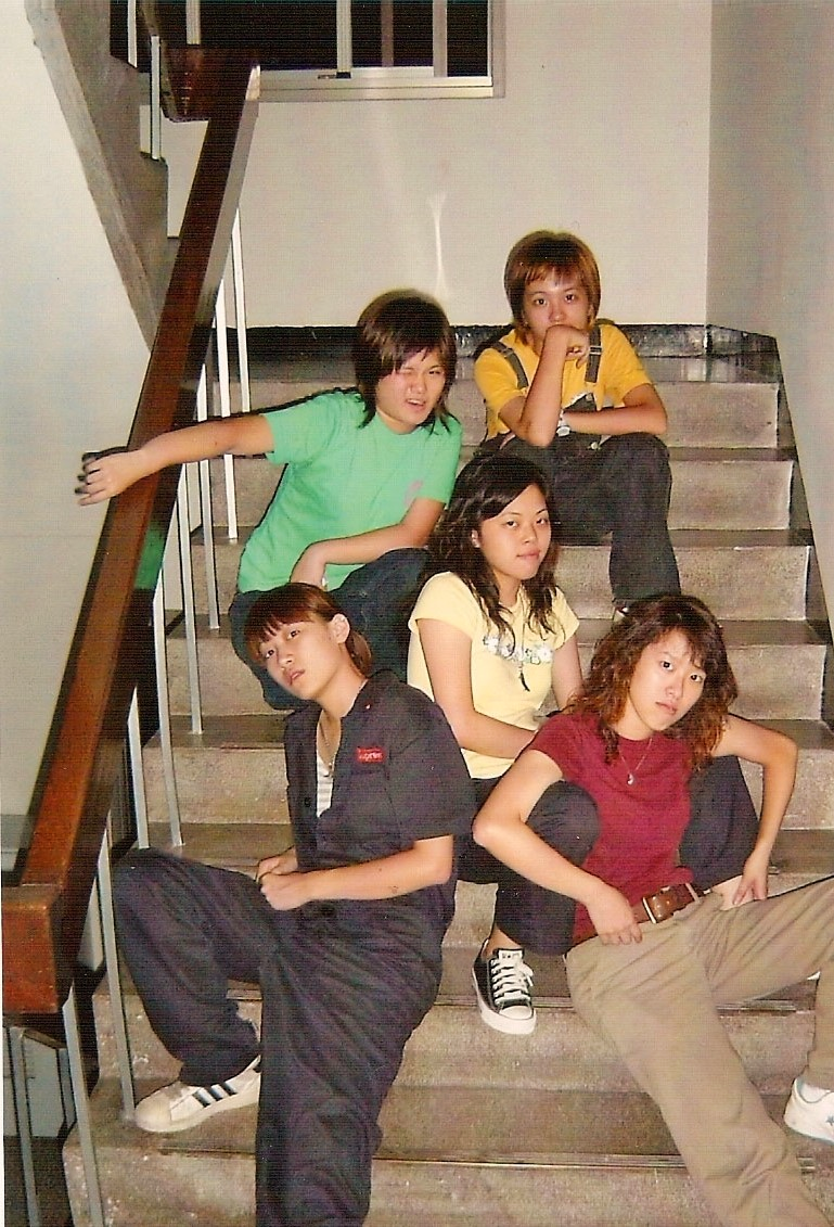 與姊妹淘成立女子團體:Midnight3(強調是一個沒有典故的名字)