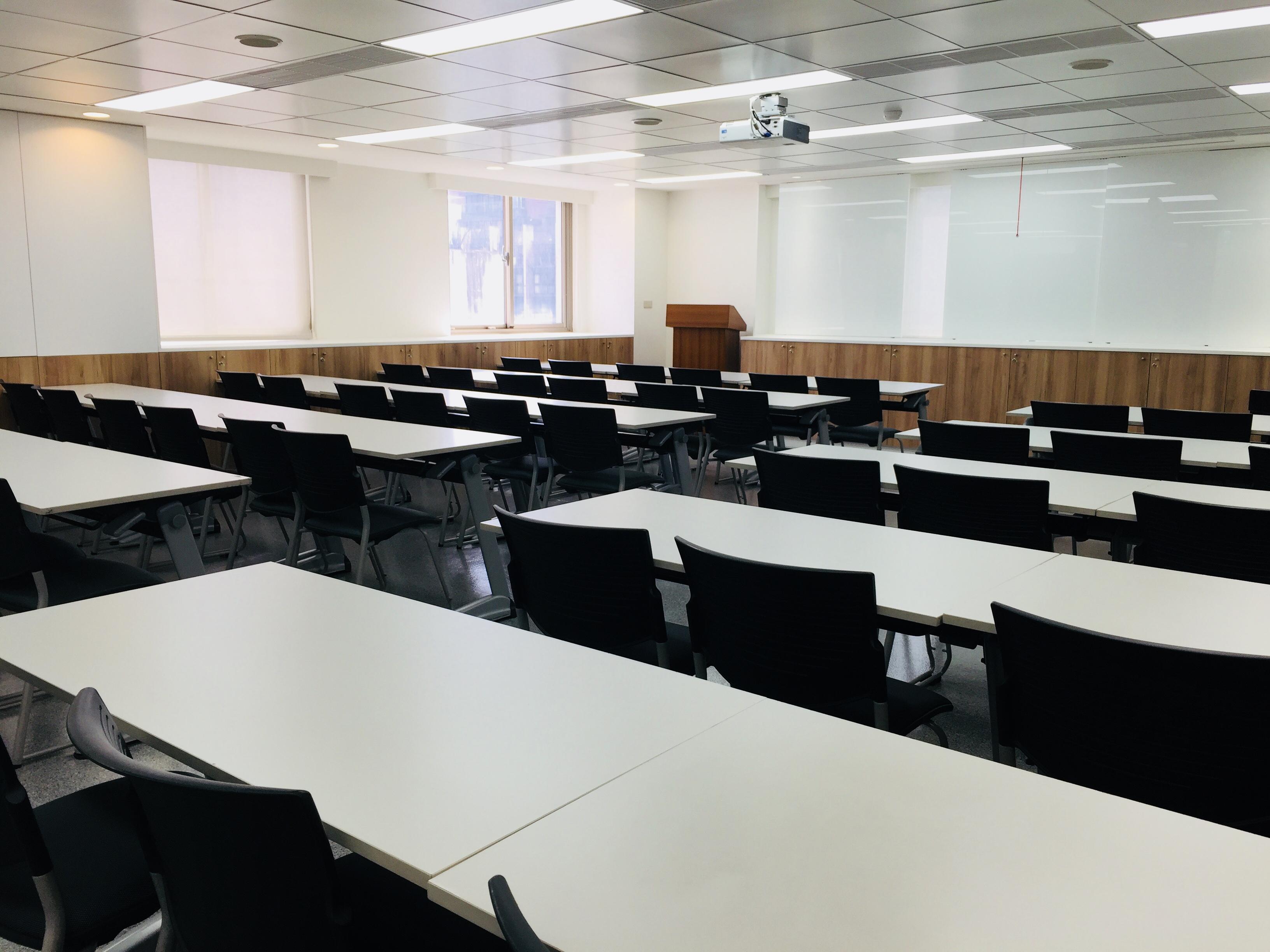 八樓807教室(50人)