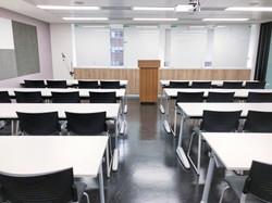 八樓804教室(32人)可與803教室合併