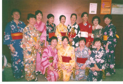歡慶感恩節:員工齊跳日本舞