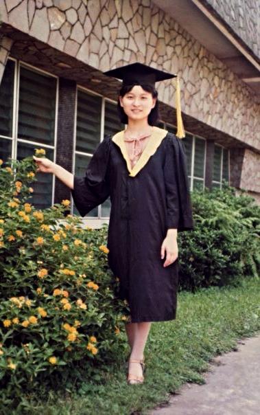 畢業於天主教輔仁大學圖書資訊學系