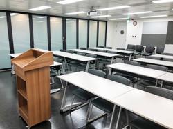 八樓804教室(32人)可與803教室合併 (3)