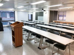 八樓801教室(42人)